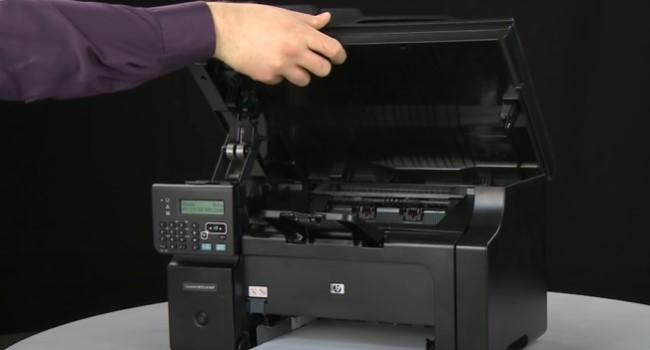 поменять картридж на лазерных принтерах HP